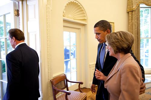 Barack Obama ve Washingtonu, ve své oválné pracovně, ohlašuje nové CAFE standardy