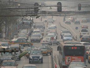 Čína - Peking - znečištění způsobené automobilovou dopravou