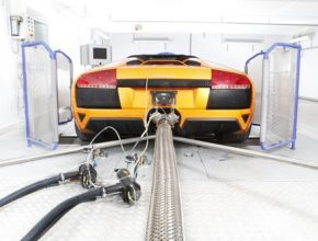 Lamborghini v laboratoři pro měření emisí