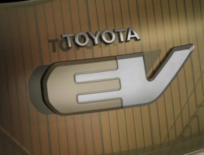 Toyota EV koncept logo