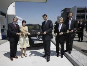 Hybrid.cz obrázky auta na vodík OMV čerpací stanice na vodík Daimler Mercedes Benz