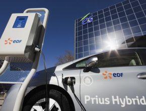 Hybrid.cz obrázky Toyota Prius Plug-in Hybrid - Štrasburk EDF dobíjecí stanice auto do zásuvky