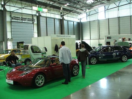 Autosalon Brno - Autotec 2010 - Tesla Roadster Superbel Škoda Superb