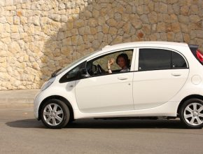 elektromobily - Peugeot iOn - španělská královna Sofie