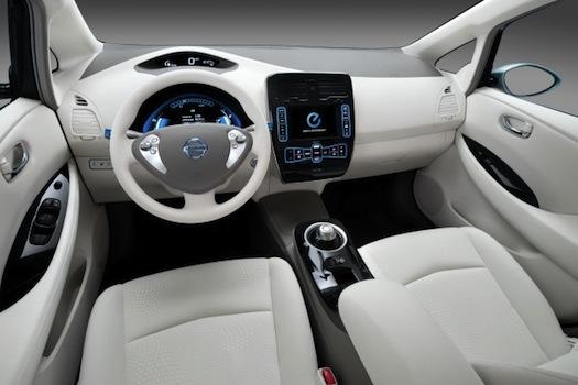 elektromobily - Nissan Leaf interiér