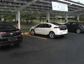 General Motors - Chevrolet Volt solární parkoviště