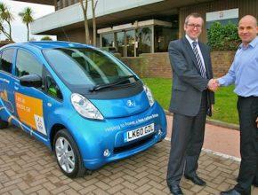 elektromobily první Peugeot iOn v Británii