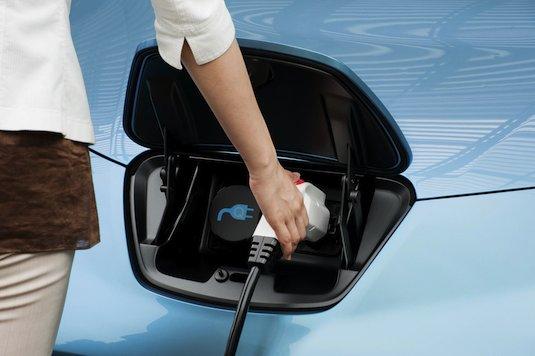 elektromobily Nissan Leaf nabíjecí konektor stanice