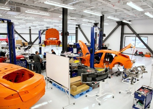 elektromobily Tesla Model S prototypy továrna