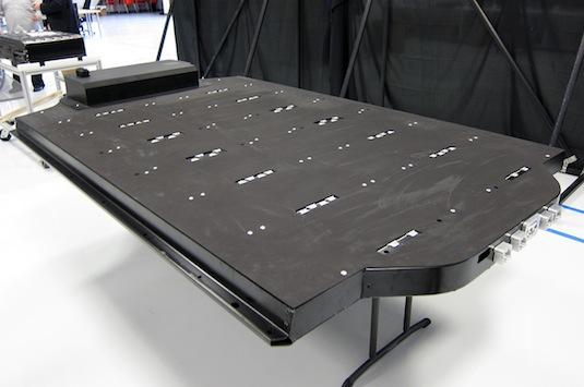 elektromobily Tesla Model S prototypy továrna autobloggreen baterie