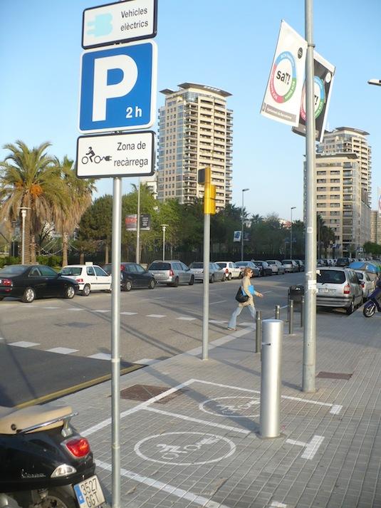 elektroskútry dobíjecí stanice Barcelona Španělsko Mobecpoint