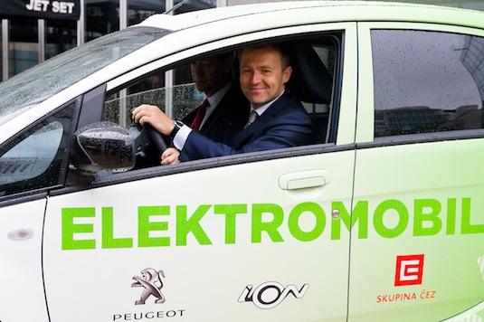 martin roman šéf ČEZ v elektromobilu Peugeot iOn