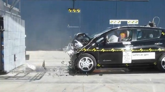 auto elektromobil Nissan Leaf crash test