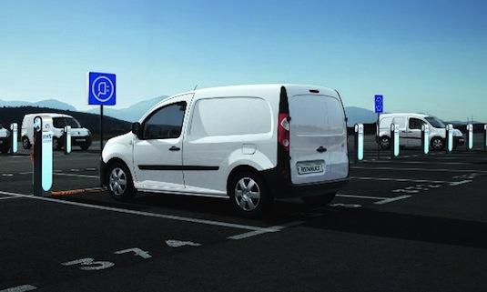 auto elektromobil parkoviště dobíjecí stanice Renault Francie