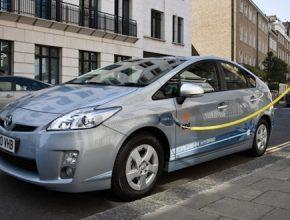 auto Toyota Prius plug-in hybrid dobíjení EDF dobíjecí stanice Štrasburk Francie