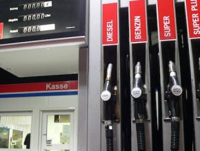 auto benzinová stanice