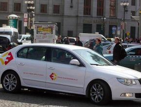 auto elektromobil elektrická Škoda Superb Superbel