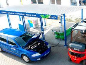 auto na plyn plnící stanice CNG