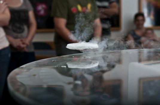 magnetická levitace supravodivost