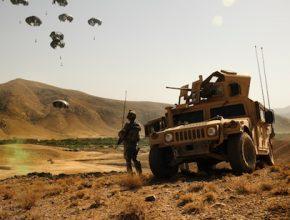 auto airdrop letecké zásobování americké armády v Afghánistánu