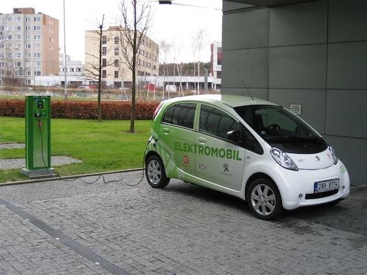 auto elektromobil dobíjecí stanice park Chodov