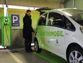 auto elektromobil Plzeň dobíjecí stanice pro elektromobil