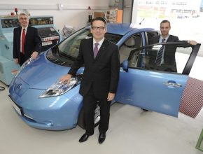 auto elektromobil Nissan výzkumné školící centrum Anglie