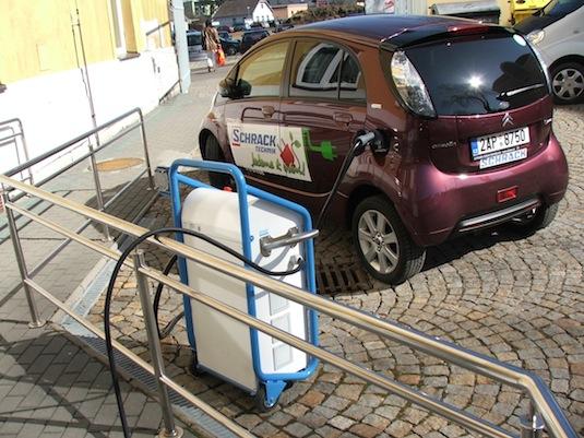 auto elektromobily Praha Brno dálnice D1