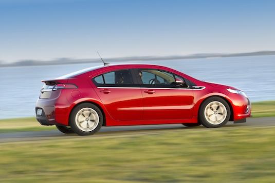 Auto Opel Ampera plug-in sériový hybrid