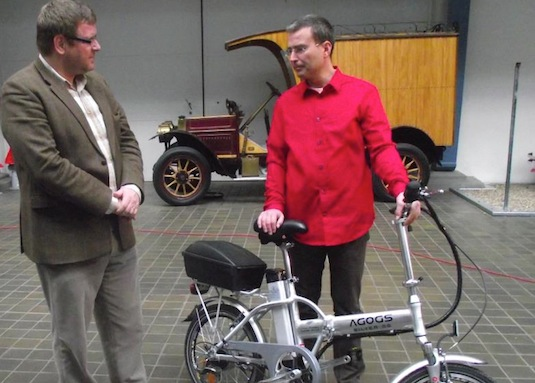 elektrokolo v Národním technickém muzeu, předává Jakub Ditrich
