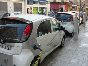 auto elektromobil Peugeot iOn Nice půjčovna dobíjecí stanice