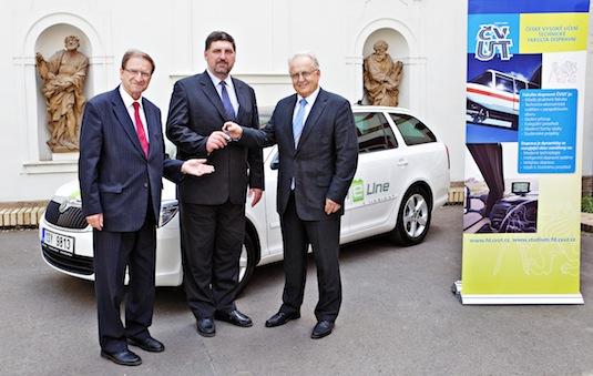 auto elektromobil Škoda Octavia Green E Line ČVUT Praha předání k testovacím účelům