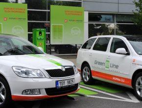 auto elektromobil elektromobily Škoda Octavia Green E Line a dobíjecí stanice ČEZ, Praha, Česká republika
