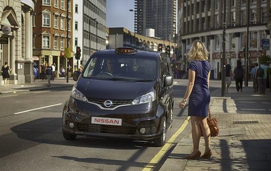 auto Nissan NV200 taxi pro Londýn Británie