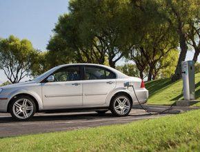 auto elektromobil Coda Sedan elektrické auto
