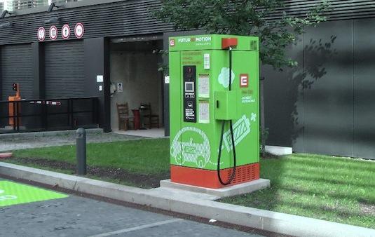 auto elektromobil rychlodobíjecí stanice pro elektromobily centrála ČEZ Duhová Praha Česká republika