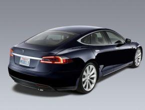 auto elektromobil Tesla Model S modrá karoserie