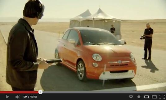 auto elektromobil sexy reklama Fiat 500e