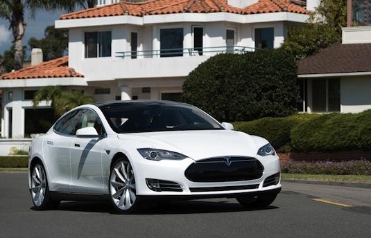 auto elektromobil Tesla Model S rodinný elektromobil