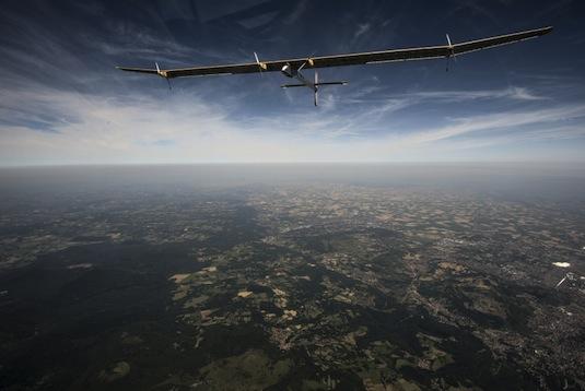 letadla elektrická Solar Impulse nad Francií