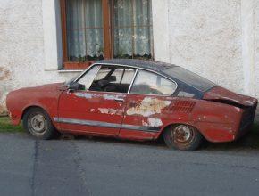 auto autovrak Škoda 100R