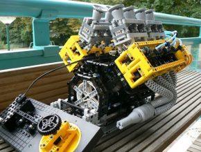 auto umělohmotný motor