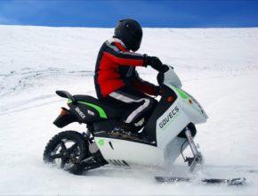 Sněžný elektroskútr Govecs