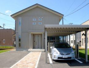 Toyota energy management solární parkoviště dobíječka Prius plug-in hybrid