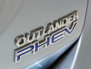 auto plug-in hybrid Mitsubishi Outlander plug-in hybrid