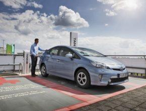 auto Toyota Prius plug-in hybrid