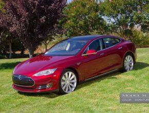 auto elektromobil Tesla Model S Signature Edition červená