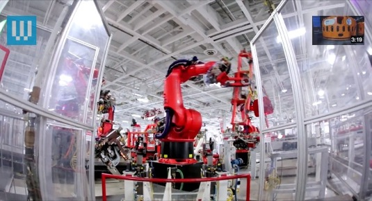 auto továrna Tesla Motors ve Fremontu - výroba elektromobilů Tesla Model S