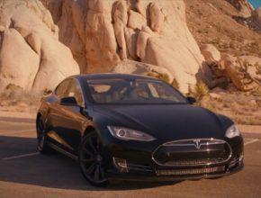 auto elektromobil Tesla Model S bílé americké děti video