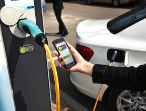 auto dobíjení elektromobilů
